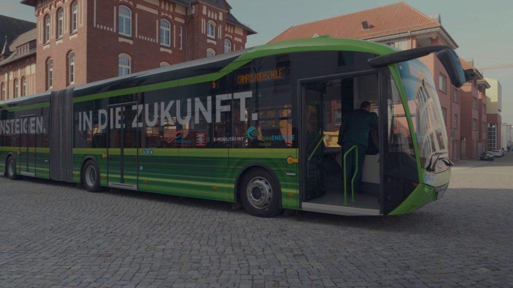 RhönEnergie Fulda – Sauber und futuristisch: Hessens erster Elektro-Bus rollt in Fulda